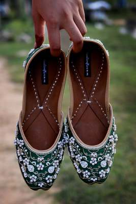 Green woven leather juttis