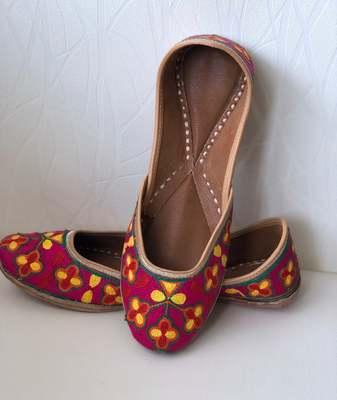 Women Handcrafted Leather Footwear with embroidery, Casual Shoes, Women Khussa