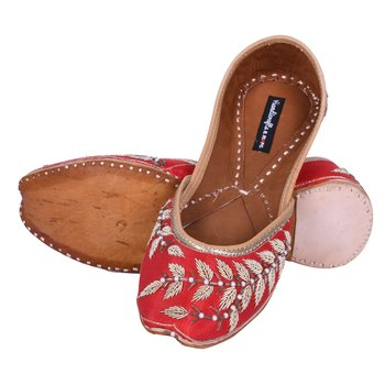 Red woven leather juttis