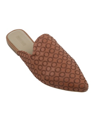 Trends & Trades Mules Shoes with Stitched on Synthetic in Tan