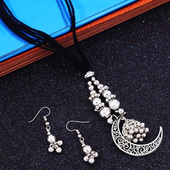 Silver pearl necklace-sets