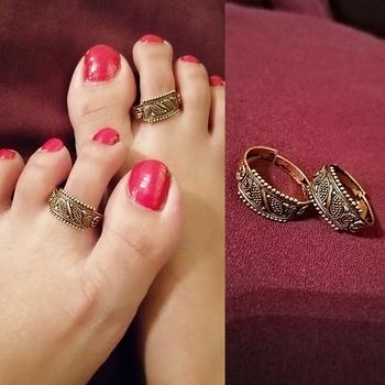 Gold toe-rings