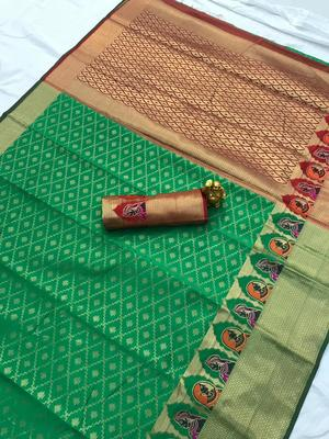 green woven Kanjivarm Silk Saree With Attached Blouse