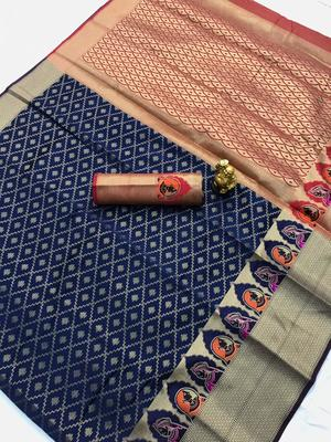 blue woven Kanjivarm Silk Saree With Attached Blouse