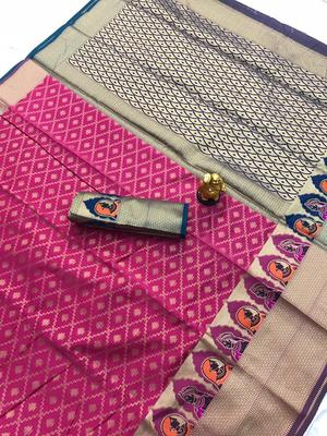 magenta woven Kanjivarm Silk Saree With Attached Blouse