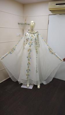 White Zari Work Chiffon Polyester Islamic Party Wear Festive Kaftan Farasha