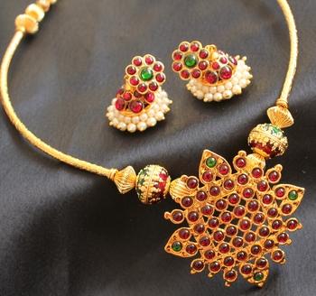 Beautiful Handmade Kemp Green Necklace Set