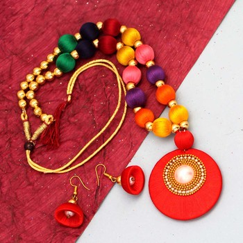 Multicolor necklaces