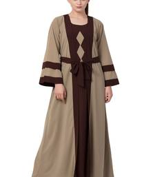 Dark-Chiku Abaya Dress With Attached Shrug And A Matching Belt In Contrast Colours.