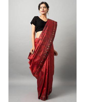 The beautiful Baluchari weave looks absolutely stunning in this maroon avatar