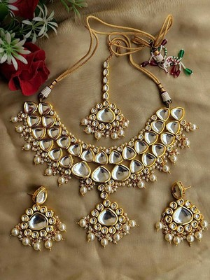 Kundan and Shell Pearls Necklace Set with Maangtikka