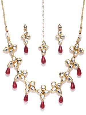 Gold Tone Kundan And Red Onyx Necklace Set With Maangtikka