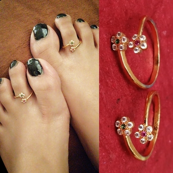 Flower Pattern American Diamond Toe Rings