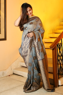 GREY TUSSAR SILK SAREE WITH ZARI WOVEN MOTIF AND NAVY BLUE PALLU