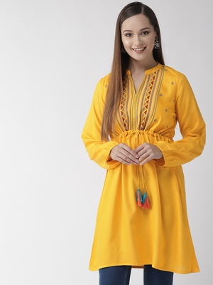Yellow embroidered viscose rayon short-dresses