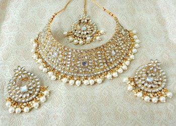 Lalso Gorgeous White Bridal Kundan Choker Necklace Earring Maangtikka Jewelry Set - LKCN01_WT