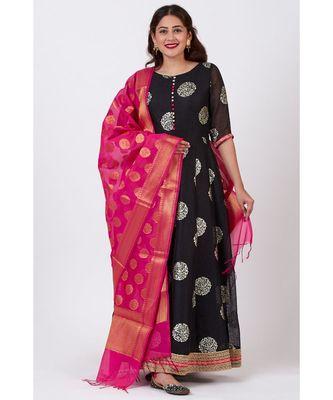 Black Jewel Foil Printed Floorlength Kurti with Pink Banarsi Dupatta
