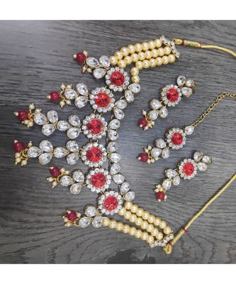 CRYSTAL PEARL GOLD PLATED NECKLACE SET