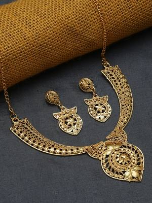 Gold necklace-sets
