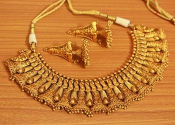 Gold necklace-sets
