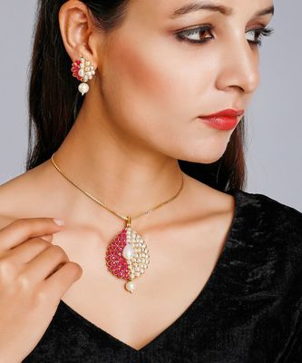 Patchi Kundan Pendant and Earrings