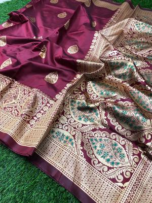 Magenta woven jacquard saree with blouse