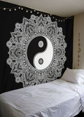 Indan 100% Cotton Queen Size Black and White Ying Yang Tapestry