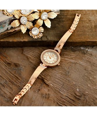 Rose Gold  Stylish Watch Collection With Braclet Look Belt