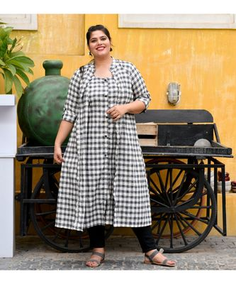 Gingham attached cape dress
