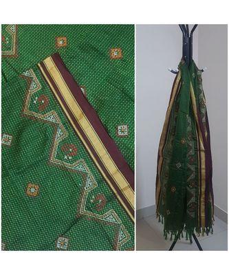 Green handloom khun/khana dupatta with kasuti embroidery
