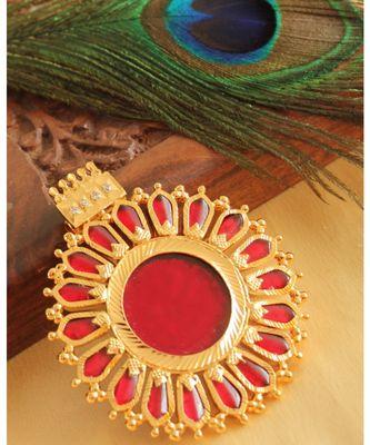 BEAUTIFUL GOLD TONE RED NAGAPADAM KERALA STYLE PENDANT