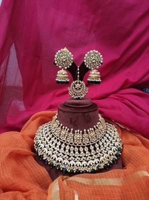 Green Gold Tone Kundan Inspired Necklace Set With Maangtikka