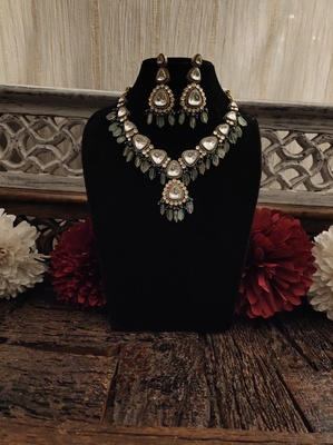 Green Silver Tone Victorian Necklace Set