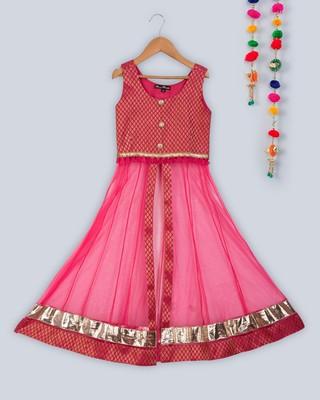 sleeveless kurta with contrast lehnga
