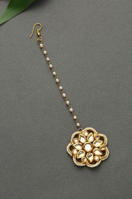 Suraiya Polki and Pearls Floral Mang Tikka