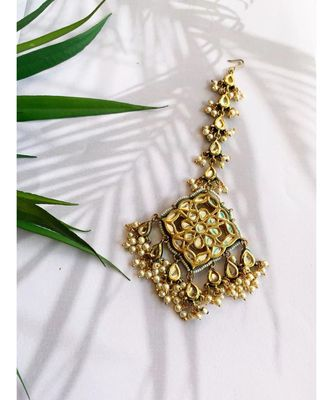 Preet Kundan Shell Pearl Mang Tikka