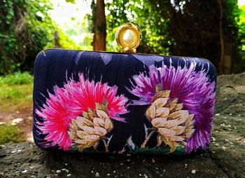 bagzVela Black Color Flower Print Clutch