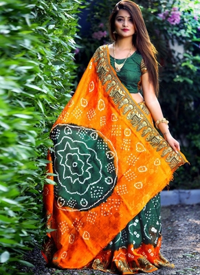 green Bandhani Hand Women Saree