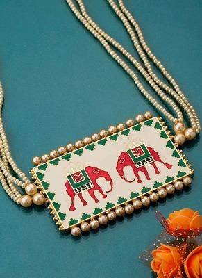 Cream Nari Kunjar Patola Necklace