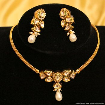 Beautiful Kundan Meenakari Elegant Chik Pendant Set