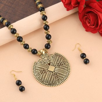 Elegant Gold Oxidised Pendant Black Pearl mala set for Women girl