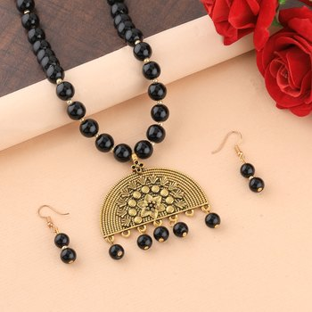 Attractive Gold Oxidised Half Circle Pendant Black Pearl mala set for Women girl