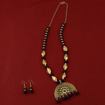 Adjustable Attractive Gold Oxidised Half Circle Pendant Black Pearl mala set for Women girl