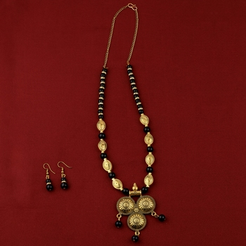 Elegant Gold  Adjustable Oxidised Pendant Black Pearl mala set for Women girl