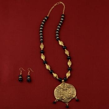Attractive Adjustable Charm  Gold Oxidised Pendant Black Pearl mala set for Women girl