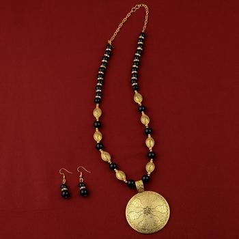 Stylish Adjustable Gold Oxidised Round Pendant Black Pearl mala set for Women girl