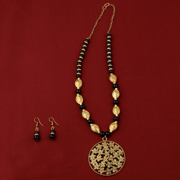 Designer Adjustable Gold Oxidised Flower Pendant Black Pearl mala set for Women girl