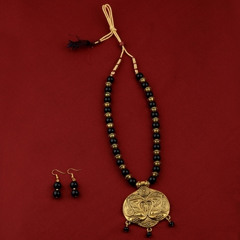 Party Wear  Adjustable Designer Gold Oxidised Pendant Black Pearl mala set for Women girl