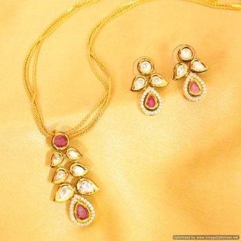 Kundan Meenakari Royal Ruby Pendant Set