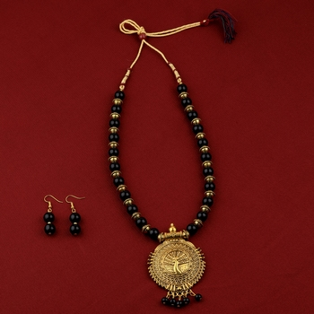 Party Wear Adjustable Designer Gold Oxidised Pendant Black Pearl mala set for Women girl